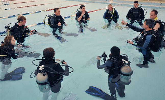 prácticas de buceo en piscina