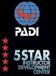 logo PADI 5 estrellas IDC