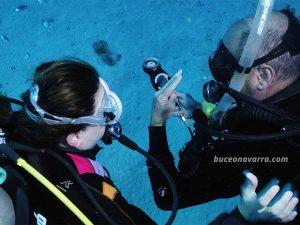 Manejo de brujula subacuatica